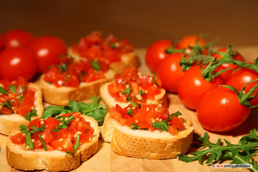snacks bruschetta mit tomaten und rucola koch und backrezepte forum. Black Bedroom Furniture Sets. Home Design Ideas